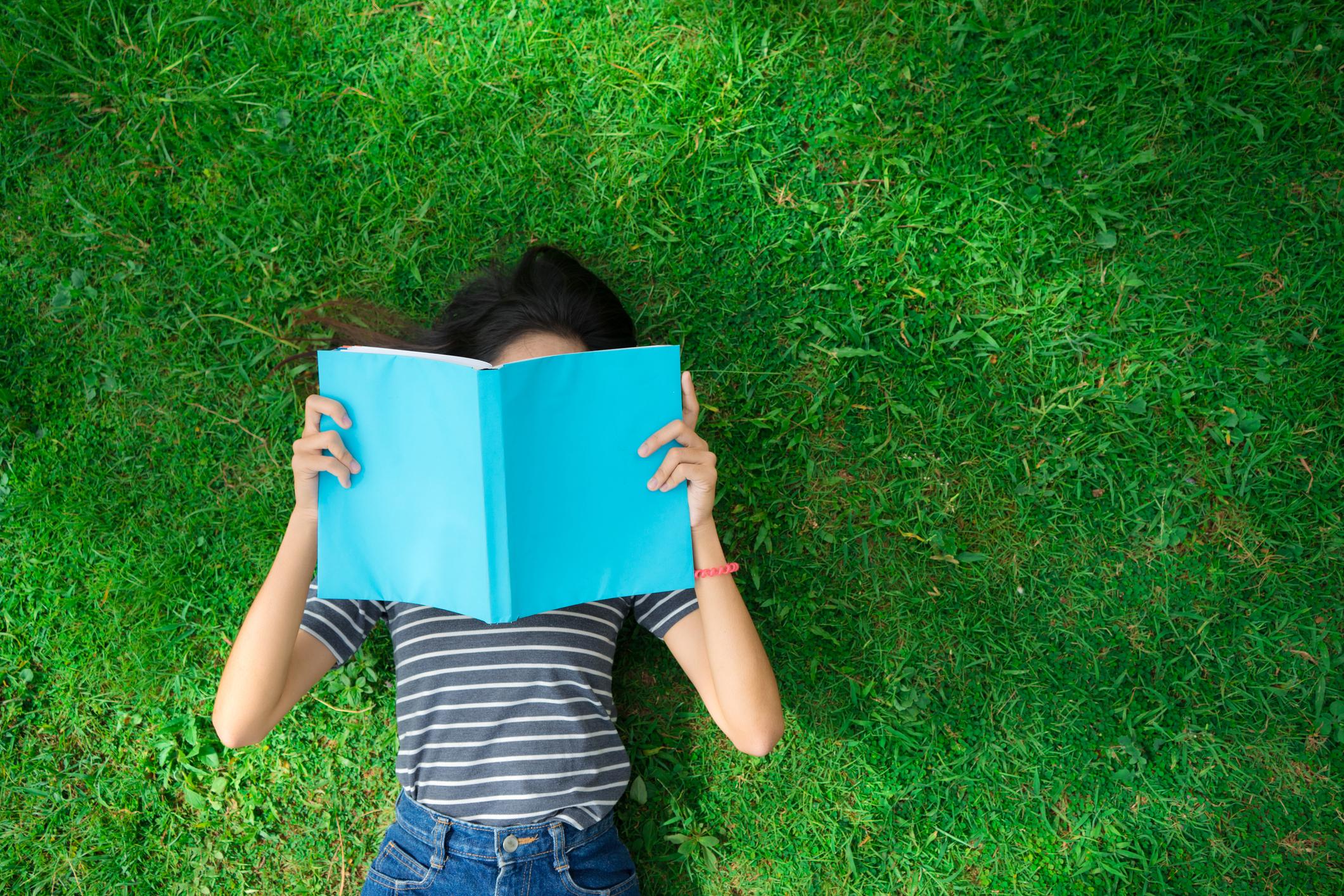 Картинка подросток книга