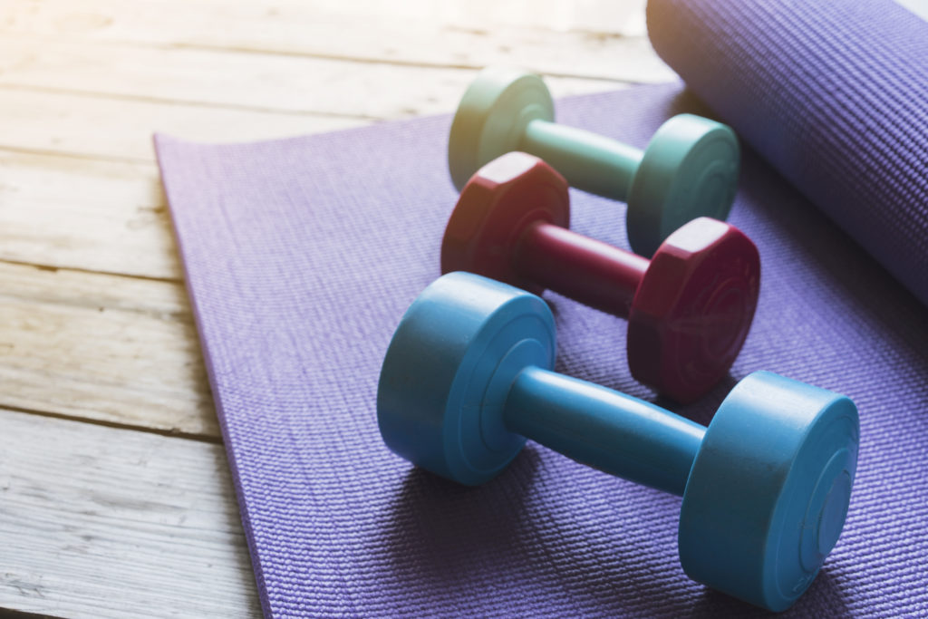 упражнения с гантелями без нагрузки на позвоночник