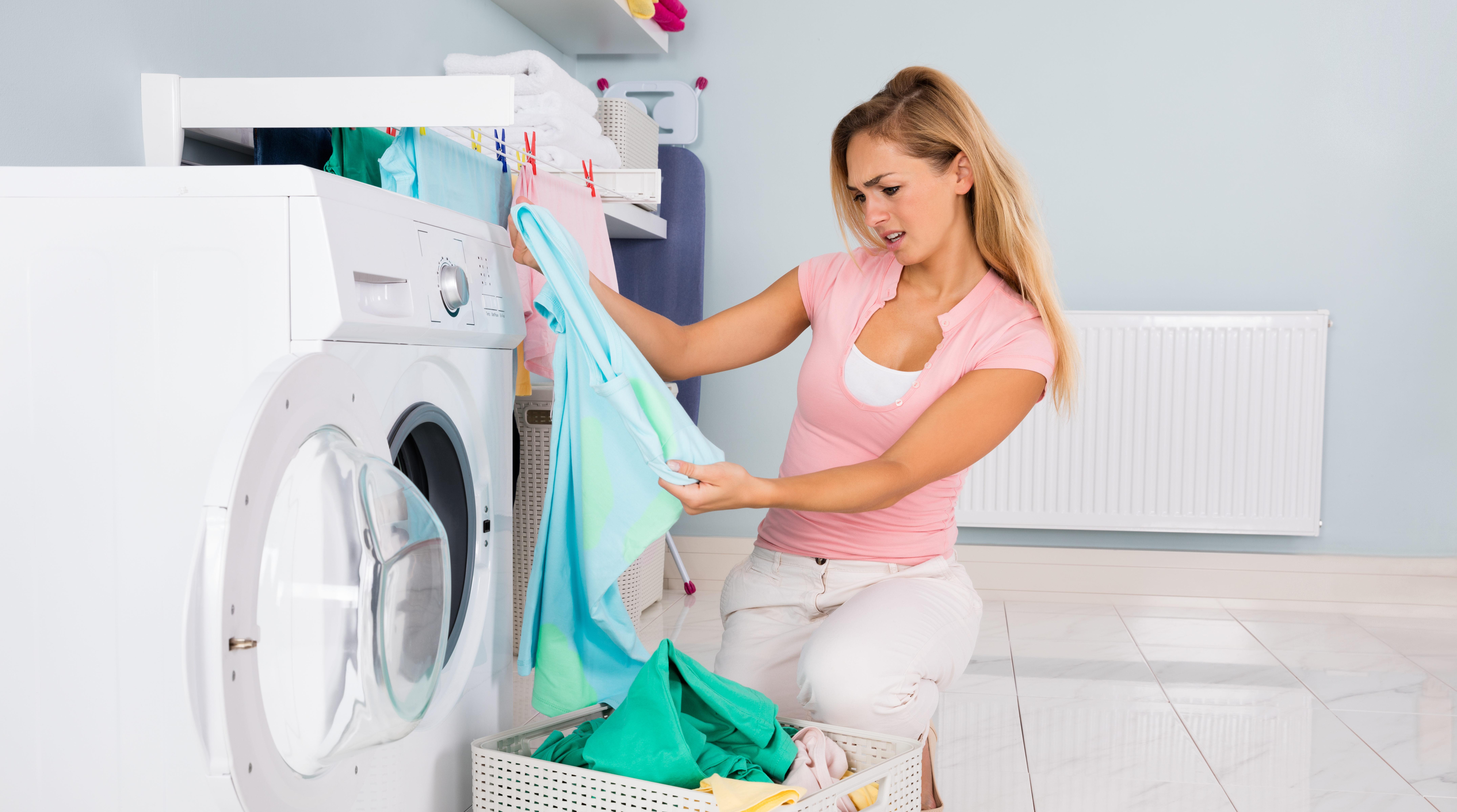 как удалить из одежды пятна от тонального крема