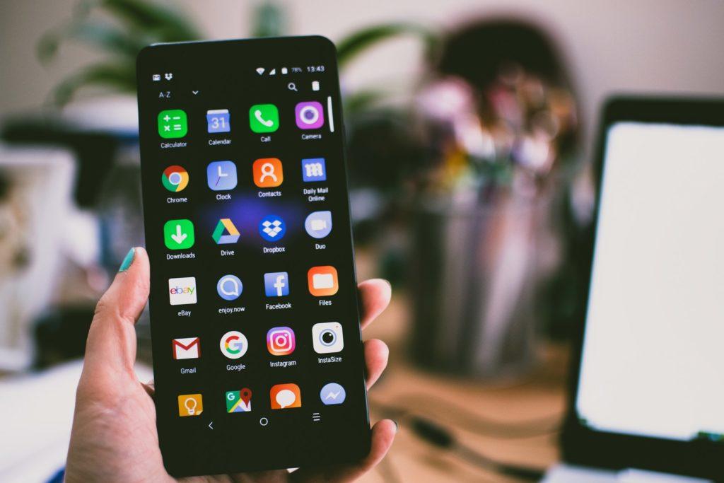 Как настроить смартфон для старшего поколения