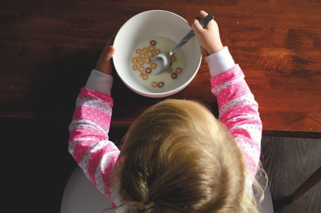 Как помочь детям правильно питаться