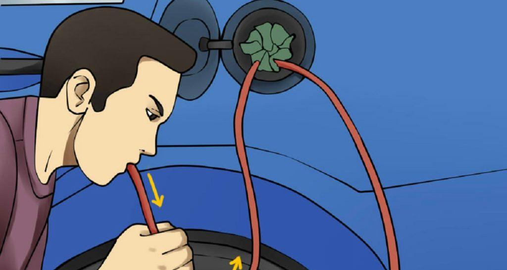 как выкачать бензин из бака машины