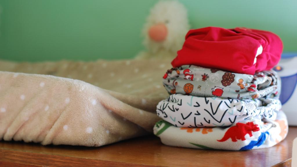 как поменять подгузник ребенку