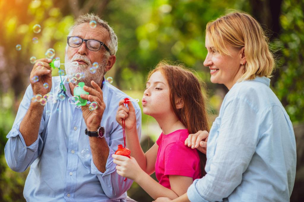 почему бабушки и дедушки делают наше дество волшебным
