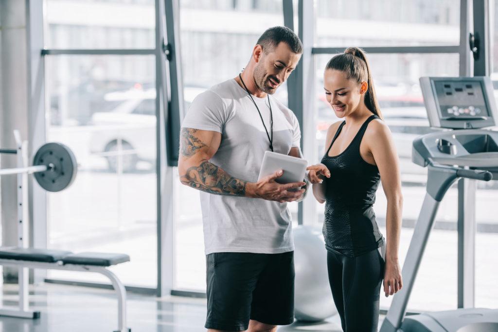 упражнения на тренажерах или групповые занятия