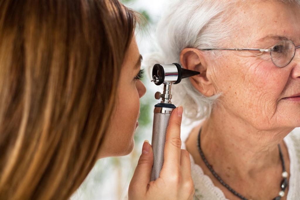 Как вылечить проблемы с ухом