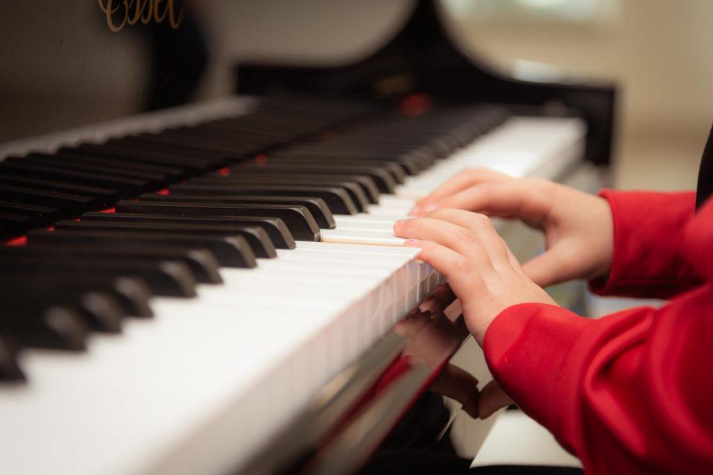 Как привить ребенку любовь к классической музыке и литературе