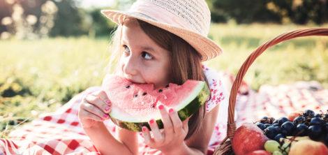 Чем кормить ребенка летом